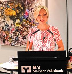 Festrednerin Petra Gerster, ZDF-Heute-Moderatorin .© Foto: Diether v. Goddenthow
