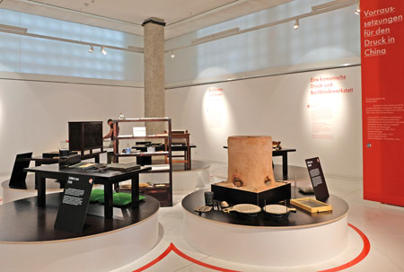 Historische ostasiatische Druckerwerkstatt, nachgebaut in Südkorea, wird nach der Ausstellung in die Dauerausstellung des Gutenberg-Museums integriert werden.  © Foto: Diether v. Goddenthow