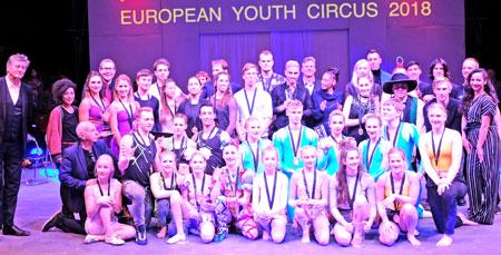Das waren die Sieger des European Youth Circus 2018, mit Johnny Klinke, ganz links u. Axel Imholz Vierter von hinten. © Foto: Diether v. Goddenthow