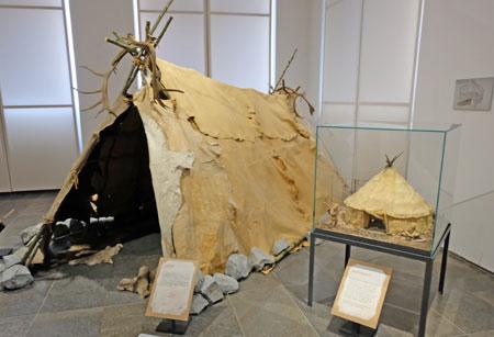 Urs und Lena haben wohl in solch einem Zelt gelebt. Etliche Menschen haben zu der Zeit aber auch noch in Höhlen gewohnt.© Foto: Diether v. Goddenthow