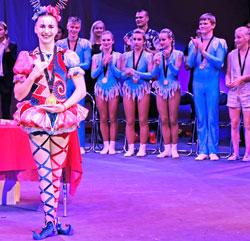 Die 13-jährige Vladiyslava Naraieva begeisterte Jury und Publikum mit einer einzigartigen Handstanddarbietung. © Foto: Diether v. Goddenthow