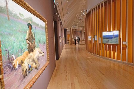 """Ausstellungs-Impression aus dem Bereich """"Kuhnert und Deutsch-Ostafrika"""" © Foto: Diether v. Goddenthow"""