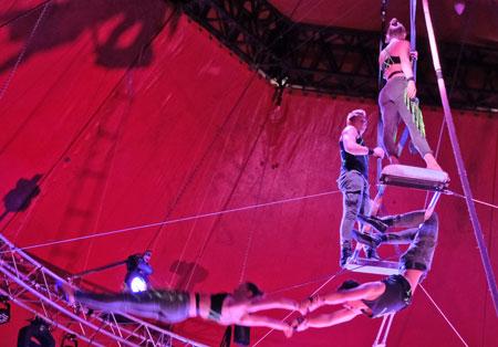 Four Sides mit ihrer Disziplin am Fangstuhl (Cradle) © Foto: Diether v. Goddenthow
