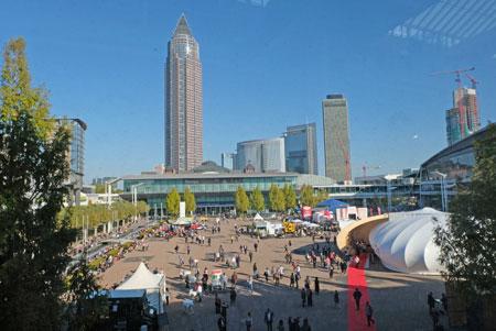 70. Frankfurter Buchmesse: internationale Beteiligung wächst / dynamisches Lizenzgeschäft / Menschenrechte im Fokus / BOOKFEST begeistert das Publikum. © Foto: Diether v. Goddenthow