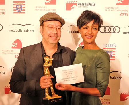 Regisseur Miguel Alexandre mit Laudatorin Dennenesch Zoudé.© Foto: Diether v. Goddenthow