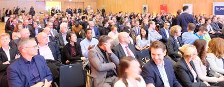 Gut 300 Gäste feierten die Gewinner und Finalisten des 16. Hessischen Gründerpreises im neuen Rhein-Main CongressCenter. © Foto: Diether v. Goddenthow