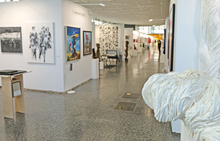 Discovery-art-fair Frankfurt - Messeimpression. © Foto: Diether v. Goddenthow
