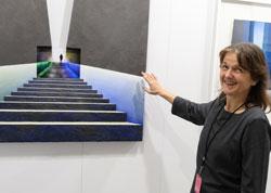 Die Karlsruher Künstlerlin Franziska Schemel hier mit einem Frankfurter U-Bahntreppenmotiv. Die Fotografie hat sie mit Aquarell auf Büttenpapier perspektivisch erweitert. © Foto: Diether v. Goddenthow