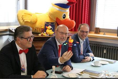 (v.l.n.r.): MCV-Präsident Prof. Dr. Dr. Reinhard Urban,  Michael Bonewitz (MCV-Pressesprecher), sowie Markus Perabo (MCV-Zugmarschall). Foto: Agentur Bonewitz