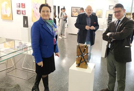 Christine Rother-Ulrich  im Gespräch mit Kurator Dr. Dr. Peter Funken  und Minister Boris Rhein. © Foto: Diether v. Goddenthow