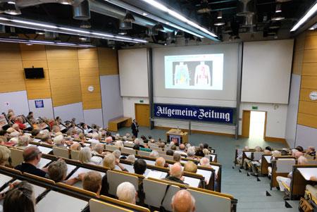 Nachtvorlesung -Gebäude 505H, Universitätsmedizin Mainz, Langenbeckstraße 1, 55131 Mainz © Archivfoto: Diether v. Goddenthow