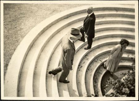 Treppe zum Bierkeller (Gesellschafterhaus im Palmengarten, Frankfurt am Main) Grete Leistikow (1892-1962) ca. 1930 Vintage Print 8,6 × 11,8 cm © Galerie Berinson, Berlin