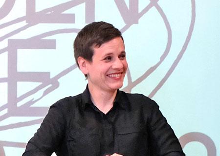 Maria-Magdalena-Ludewig stellt am 16.4.2018 das Programm der Biennale 2018 vor. © Foto: Diether v. Goddenthow