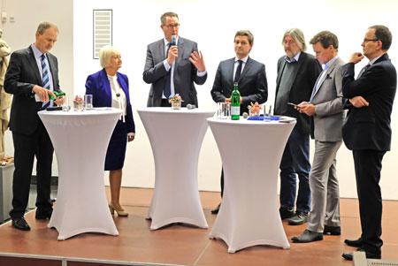 (v.r.n.l.) Andreas Zels, neuer LIGA-Vorsitzender der Freien Wohlfahrtpflege Rheinland-Pfalz, Ralph Szepanski (ZDF-Moderator) und die Fraktionsvorsitzenden im rheinland-pfälzischen Landtag: Dr. Bernhard Braun. (Bündnis 90 Die Grünen), Christian Baldauf (CDU), Alexander Schweitzer (SPD), Cornelia Willius-Senzer (FDP) und Dr. Timo Böhme (AFD) beim Talk über Kinderarmut  am 16.01.2019 anlässlich des Parlamentarischen Abends im Landesmuseum Mainz. © Foto: Diether v. Goddenthow