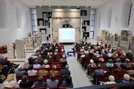 Informations-Abend in der Steinhalle im Landesmuseum Mainz über den aktuellen Stand des UNESCO-Welterbeantrags für die SchUM-Stätten Speyer, Worms und Mainz. © Foto: Diether v. Goddenthow