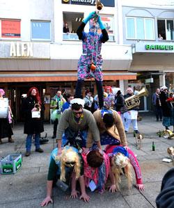 Un uff de Gass sorgten die Thurgau-Wängscht für jazzige Bigbandstimmung. Man kann die geniale, witzige und absolut immer durstige Truppe auch mieten: www.thurgauwaengscht.de © Foto: Diether v. Goddenthow