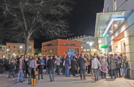 Ansturm auf die Caligari Filmbühne zur Eröffnung des 15. FernsehKrimi-Festivals am 12.10.2019 in Wiesbaden. © Foto: Diether v. Goddenthow