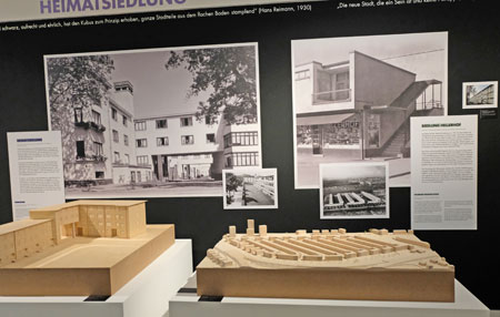 Modelle und Wandbilder der Heimatsiedlung des Neuen Frankfurts. © Foto: Diether v. Goddenthow