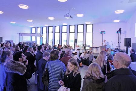 Aula, Mensa, Veranstaltungsraum - am Tag der offenen Tür.© Foto: Diether v. Goddenthow