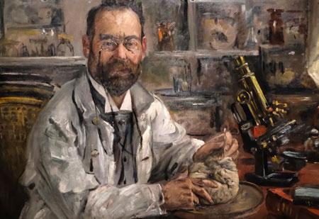 Der Frankfurter deutsch-jüdische Nervenarzt Ludwig Edinger (1855 – 1918), war einer der ersten, der davon überzeugt war, dass das menschliche Bewusstein im Menschen selbst, nämlich in seinem Gehirn die Grundlage hatte. Seine neuroanatomischen, physiologischen und Verhaltensstudien begann er mit einfachsten Wirbeltieren und arbeitete sich entlang der evolutionär aufsteigenden Reihe der Tiere empor. Porträtausschnitt von 1909 (Lovis Corinth 1858 – 1925), Öl auf Leinwand HMF © Foto: Diether v. Goddenthow