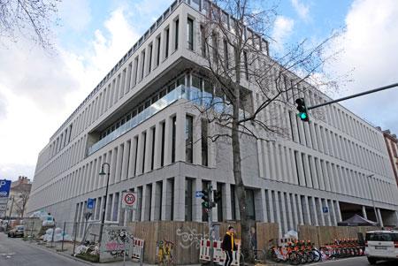 Die neue Hochschule liegt ganz zentral zwischen Oranien- und Moritzstrasse mit Geschäften, Kleingastronomie und interkulturellem Flair unweit der Fußgängerzone. © Foto: Diether v. Goddenthow