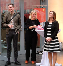 (v.li.): Tom Winter, Nicole Hauptmann  und Dr. Verena Titze-Winter. © Foto: Diether v. Goddenthow