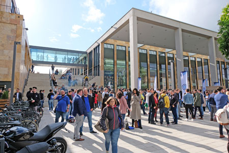 Viele Besucher der 5000 Besucher wollen zum 5. Founder Summit 2020 wieder kommen.   Foto: Diether v. Goddenthow