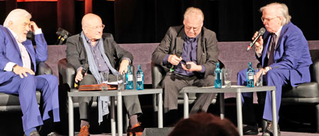 Erweiterte Talkrunde, rechts um Mario Adorf und links um Klaus Doldinger. © Foto: Diether v. Goddenthow