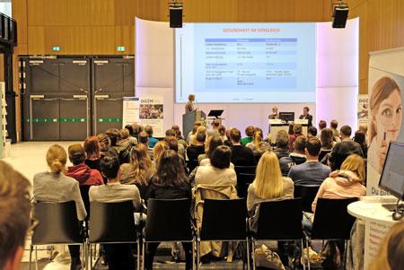 Momentaufnahme aus dem Forum Junge Internisten. Halle Nord.Foto: Diether v. Goddenthow