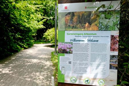 Hinterer Garteneingang Aboretum. © Foto: Diether v. Goddenthow