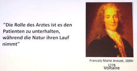 """Der Philosoph Voltaire war einer der größten Ärztekritiker seiner Zeit. Vielleicht hätte er heutzutage seine Pointen als Science Slammer unters Volk gebracht. © Dia aus dem Festvortrag vom 5.Mai 2019 """"Digitale Medizin - Chancen, Risiken, Perspektiven"""" von Prof. Dr. med. Claus F. Vogelmeier -"""