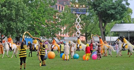 Das Connemara-Gestüt Kinzighausen mit seiner Show 'Crazy Animals' eröffnete die Party. © Foto: Diether v. Goddenthow