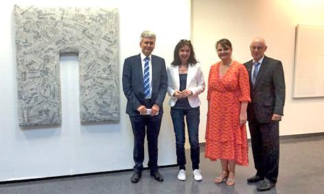 Foto: Karin Hirsch; v. links: Prof. Dr. Matthias Müller, Künstlerin Marie Luise Gruhne, Dr. Melanie Ehler und MVB-Regionalmarktdirektor Guido Behrendt.
