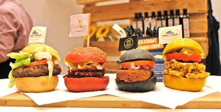 Nicht nur für den kleinen Hunger zwischendurch: Variantenreiche Mini-Burger im Trend.©  Foto: Diether  v Goddenthow