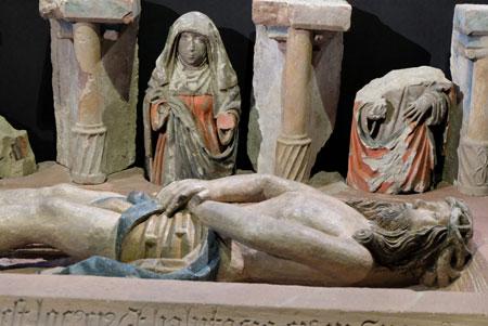 """""""Christus und den drei ersten Zeuginnen  seiner Auferstehung am Grabe"""", wurde unter dem Altarbereich in St. Leonhard gefunden. Hier im Quadrum  des Kaiserdoms St. Bartholomäus ( Domplatz 1). ©  Foto: Diether v Goddenthow"""