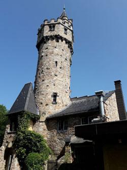 Wufwändig sanierter Kaiser-Wilhelm-Turm auf dem Schläferskopf.