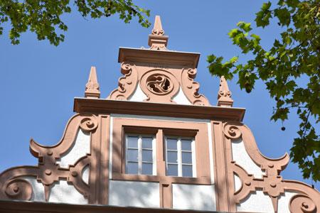 Der 1. Preis für Privatpersonen ging an Achim Karn für sein für 3,5 Mio. Euro restauriertes Wamboltsches Schloss in Groß Umstadt Curtigasse 6. Hier Giebel-Ansicht. Foto Achim Karn