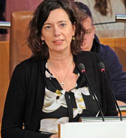 Eva Menasse bei der Amtseinführung als Mainzer Stadtschreiberin 2019. ©  Foto: Diether v Goddenthow