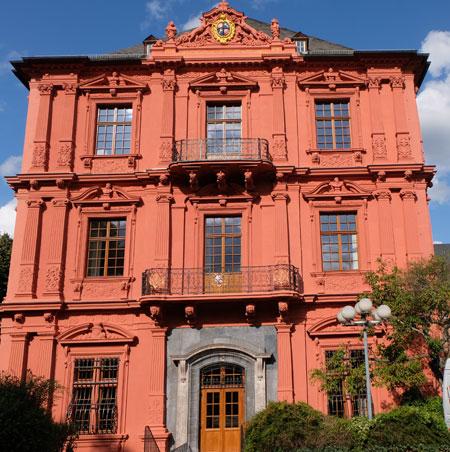 Der Diether von Isenburg-Flügel des Kurfürstlichen Schlosses präsentiert sich nun in neuem Glanz.©  Foto: Diether v Goddenthow