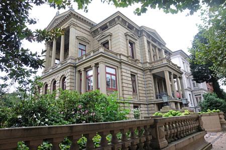Literaturhaus Villa Clementine Wiesbaden - Das Literaturcafé wurde wiedereröffnet. ©  Foto: Diether  v Goddenthow