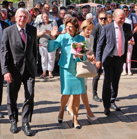 Ministerpräsident Volker Bouffier (li.) hat Ihre Majestät Königin Silvia von Schweden in der Staatskanzlei empfangen. ©  Foto: Diether  v Goddenthow