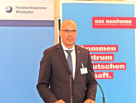 Stefan Füll bei seiner ersten Amtshandlung, begrüßt die Gäste auf dem Jahresempfang der Handwerkskammer  Wiesbaden. ©  Foto: Diether  v Goddenthow