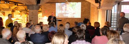 Wolfgang Groh, Vorstandsvorsitzender der IFB-Stiftung, bei der Vernissage anlässlich der Jubiläumsfeierlichkeiten. ©  Foto: Diether  v Goddenthow