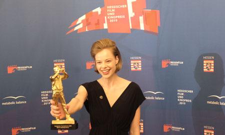 """Hessischer Fernsehpreis: Emma Bading für ihre Rolle in """"Play"""" © Foto: Diether v Goddenthow"""