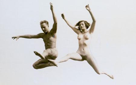 Raus in die Natur - Nacktheit wurde bei den Lebensreformern zum neuen Körperideal.© Foto: Diether v Goddenthow