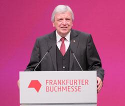 Hessischer Ministerpräsident Volker Bouffier. Begrüßt herzlich das Kronprinzenpaar. © Foto: Diether v Goddenthow