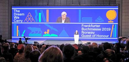 Ehrengastauftritt auf der Eröffnungsfeier der Frankfurter Buchmesse.© Foto: Diether v Goddenthow