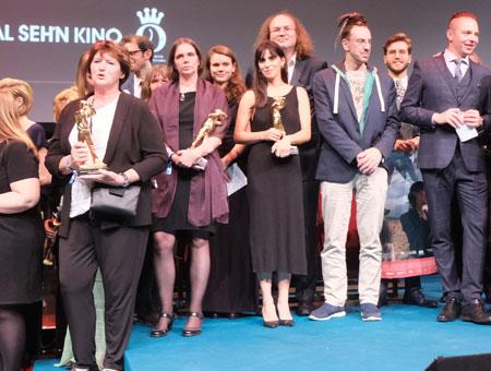 Vertreter der ausgezeichneten gewerblichen und nichtgewerblichen Hessischen Kinos.© Foto: Diether v Goddenthow