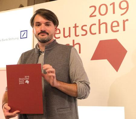 Saša Stanišić hat heute im Kaisersaal des Frankfurter Römers als 15. Preisträger  den Deutschen Buchpreis 2019 erhalten.© Foto: Diether v Goddenthow