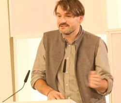 Saša Stanišić übt aus eigener Betroffenheit heftige Kritik an Peter Handke, © Foto: Diether v Goddenthow